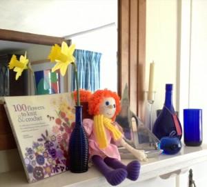 Skinny Liz, a daffodil, and 100 flowers to knit & crochet.