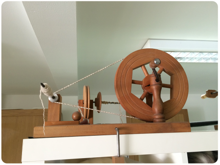 A hand-turned spinning wheel.