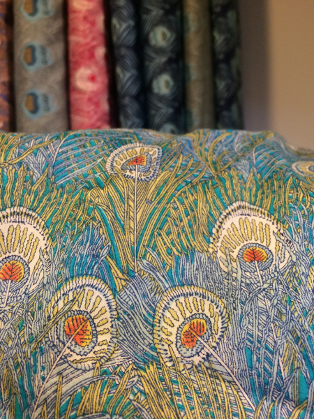 I'm having a thing for peacocks at the moment - love this fabric!
