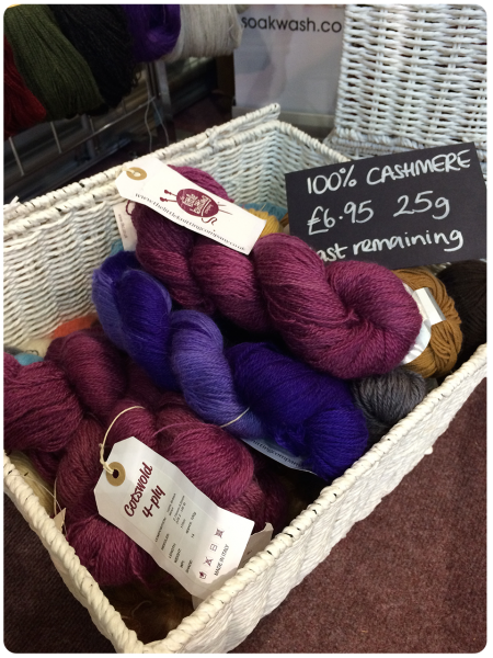 Cashmere skeins in royal colours, for a good price. I nearly did it!